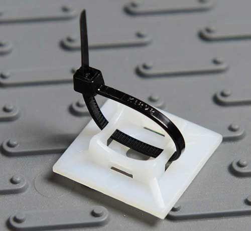 Kunststoffhalter für Netzmontage